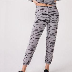 NWT! Monrow Grey Tiger Stripe Elastic Pant
